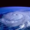 【テレビの話題】『報道ステーション』台風中継に乱入した奴がけっこう有名人だった件
